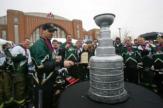 Former NHL player Benoit Hogue cuts into a Stanley Cup cake during All-Star weekend in 2007.