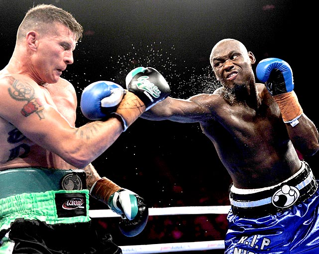 Antonio Tarver became the new IBO cruiserweight champion by defeating Danny Green in nine rounds after Green did not come out of his corner for the 10th. Tarver improved to 29-6 in his professional career.