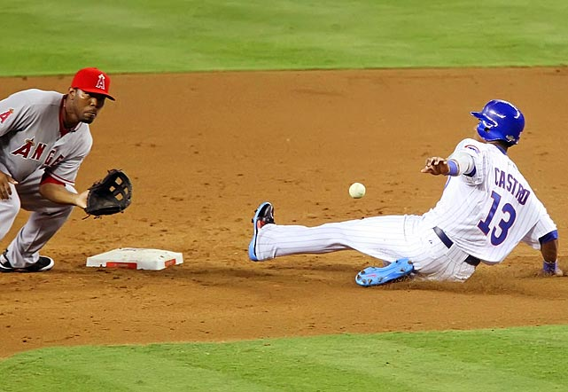 Starlin Castro shows some speed stealing 2nd base in the 5th.