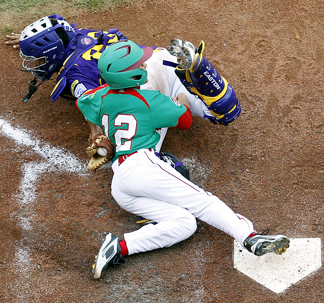 Maracay, Venezuela, catcher Carlos Narvaez, top, gets the tag on Mexicali, Mexico's Alvaro Valdez (12) for an out in the seventh. Mexico prevailed in nine innings.