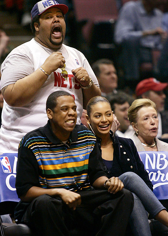 This guy sat behind Jay-Z and Beyonce at a Nets game. Bet that was fun.