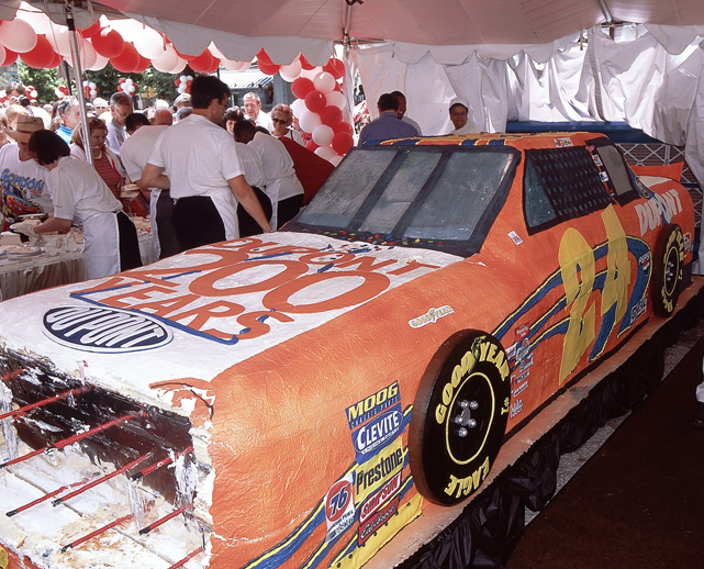 The 2002 DuPont Day featured a cake shaped like Gordon's No. 24 race car.