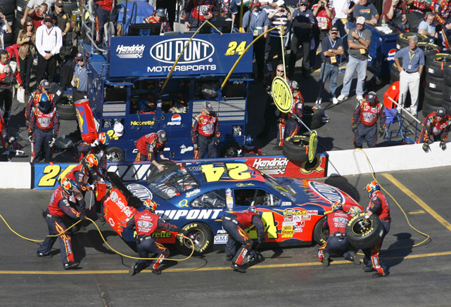 Gordon takes a pit stop during the 2007 Subway 500.