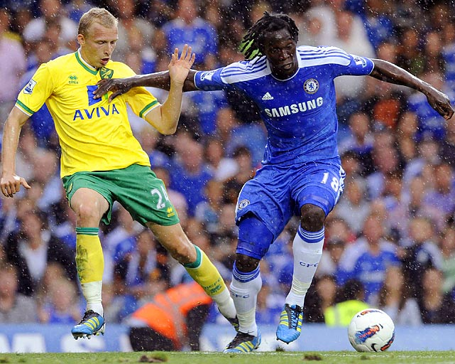 Chelsea's Romelu Lukaku, right, battles the elements and Norwich City's Richie De Leat during their English Premier League match in London, England.