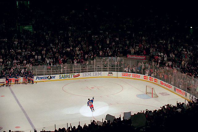 Rangers center Wayne Gretzky waves to the crowd at Madison Square Garden following his last NHL game.