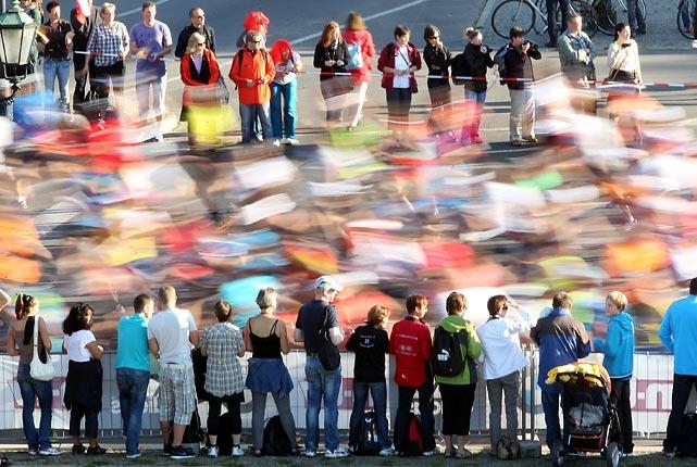 Spectators watch contestants at the 38th Berlin Marathon.