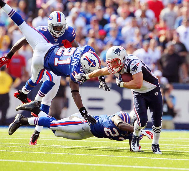 There's a new team on top of the Patriots' division, but New England wideout Wes Welker still had a career day against the Bills with 16 catches, 217 yards and two touchdowns.