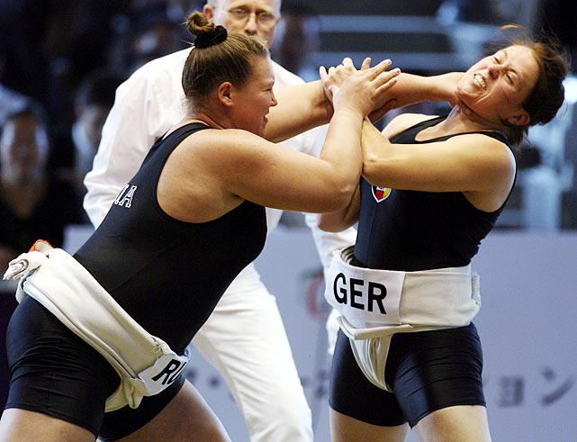 Russia's Olesya Kovalenko goes for German Nicole Hehemann's neck at the 2006 world championships in Sakai, western Japan.