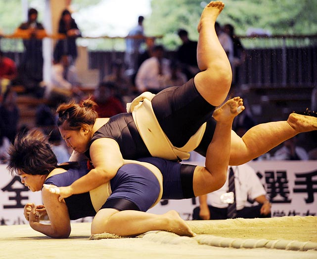 Miki Satoyama attempts to flatten her opponent with her body weight.