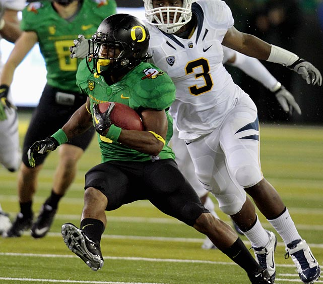 Last week:  30 rushes for 239 yards and one TD in 43-15 win over Cal.   Season (five games):  95 rushes for 852 yards and eight TDs; 11 receptions for 159 yards and one TD; six punt returns for 116 yards and one TD; one kick return for 21 yards.  James continued his torrid run despite his day being cut short by injury early in the fourth quarter. He ran for a 53-yard touchdown on his first carry of the game en route to becoming the first Ducks player to run for at least 200 yards in three consecutive games. He also passed Napoleon Kaufmann for fifth on the Pac-12 rushing list with 4,129 yards. The junior, who had four runs of 20 yards or more in the win over the Bears, now has an FBS-best 11 this season.   Next up:  Saturday vs. No. 22 Arizona State