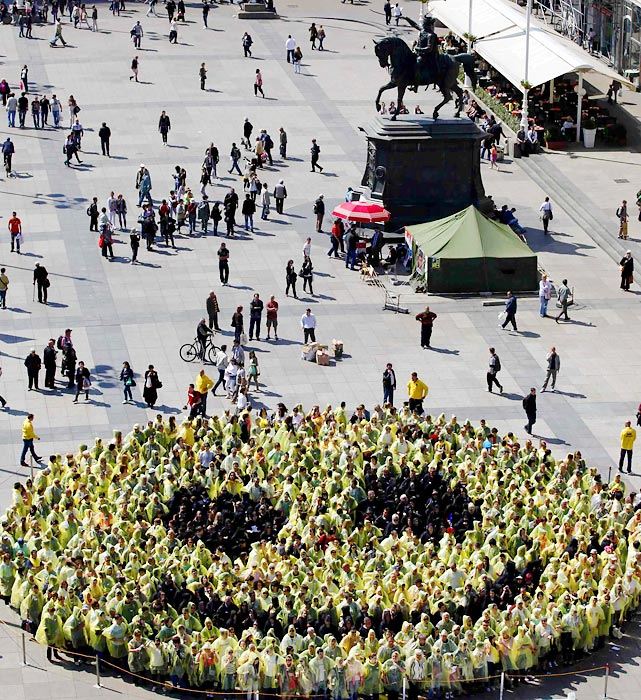 These 768 Croats create the biggest human smiley on Zagreb main square, breaking the previous record of 551 that was set in Latvia.