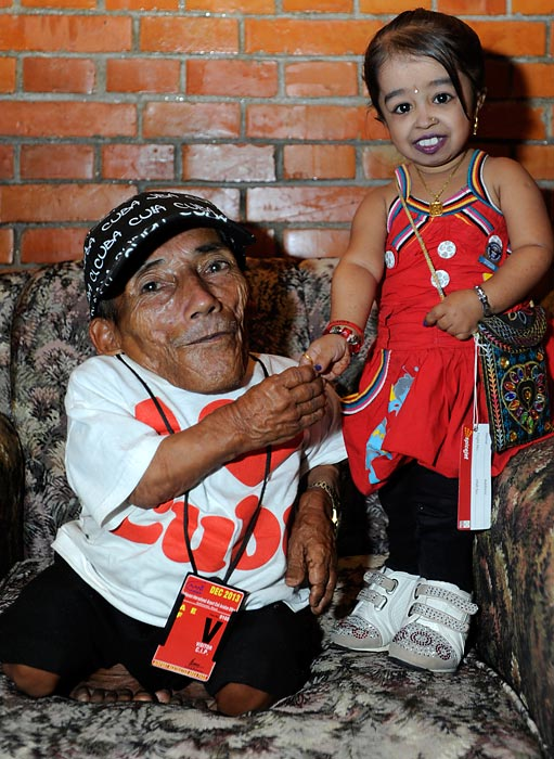 Nepalese Chandra Bahadur Dangi, 72, poses with Indian Jyoti Amge, 19, the world's shortest woman.