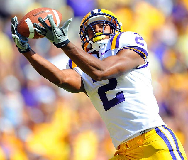 Rueben Randall hauls in a touchdown pass en route to amassing 127 receiving yards in top-ranked LSU's 41-11 rout of Florida.