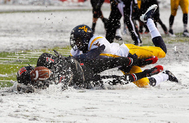 It was a snowy day in Jersey. It was also an emotional one, as paralyzed former Rutgers player Eric LeGrand led the Scarlet Knights out of the tunnel to start the game. But the Mountaineers bounced back from Week 8's shocking loss to Syracuse thanks to a big day from Shawne Alston, who rushed for 110 yards and two scores on 10 carries.