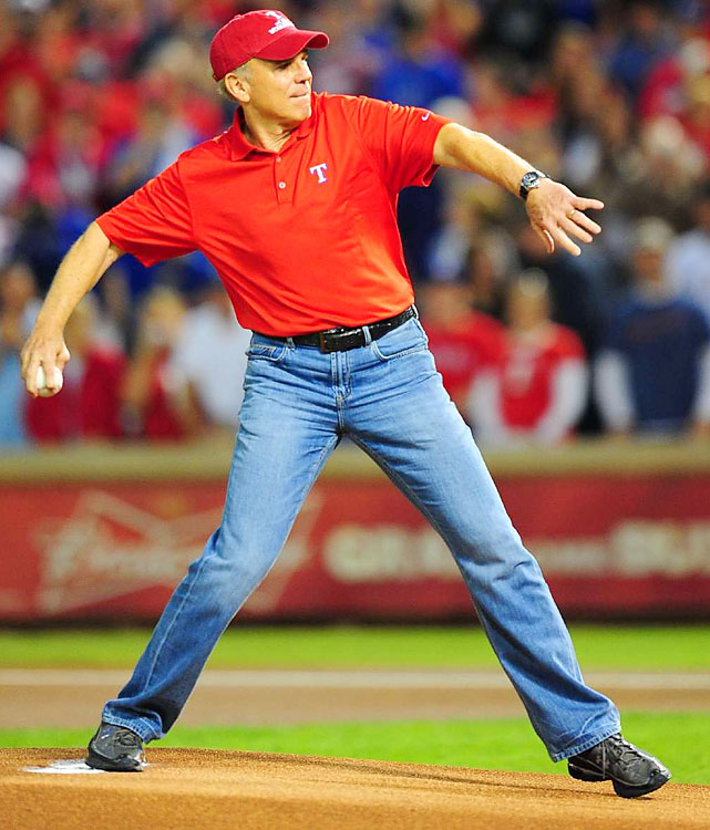 Hall of Fame Cowboys quarterback Roger Staubach throws out the first pitch.
