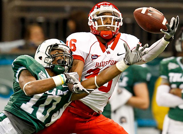 Houston receiver Gino Collins catches a pass from Case Keenum during the Cougars' 73-17 demolition of the Tulane Green Wave.