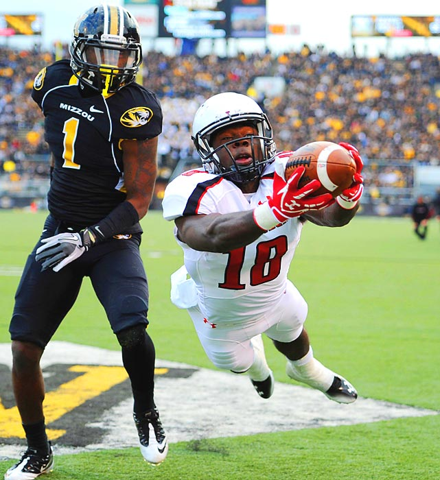 Texas Tech receiver Eric Ward lunges for a pass in the end zone but can't come up with the score against Missouri. The Tigers won 31-27.