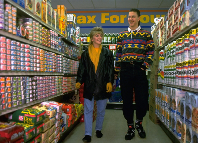 Atlanta Braves pitcher Steve Avery goes grocery shopping with his wife, Heather, in 1992. The couple has been married since 1991.
