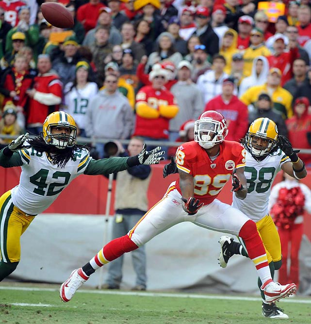 Chiefs wide receiver Dwayne Bowe tries to come up with a pass against Green Bay. The Chiefs won 19-14 to hand the Packers their first loss of the season.