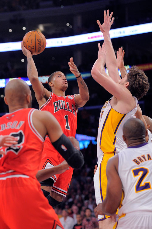 Derrick Rose nailed a floater in the lane with about five seconds left to carry the Bulls past the Lakers, 88-87, at Staples Center. Rose had 22 in the win over L.A., which was without starting center Andrew Bynum because of a four-game suspension.