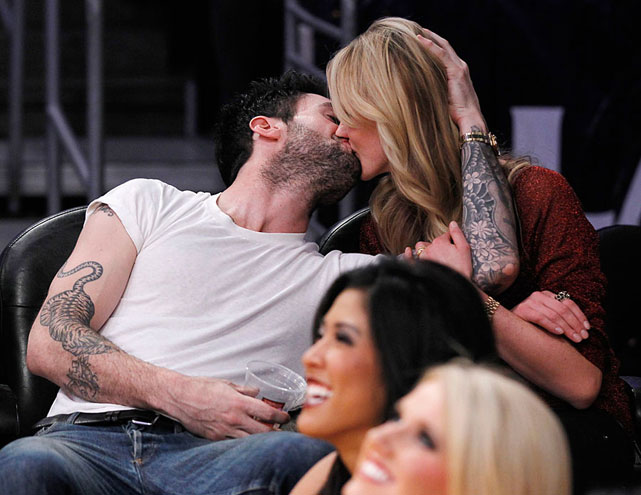 Singer Adam Levine and his Sports Illustrated Swimsuit model girlfriend, Anne V., seemed to be more interested in things non-NBA-related.