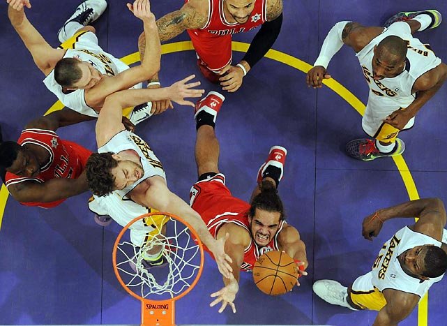 Joakim Noah of the Chicago Bulls goes to the basket against Pau Gasol of the Los Angeles Lakers on Christmas. The Bulls won 88-87.