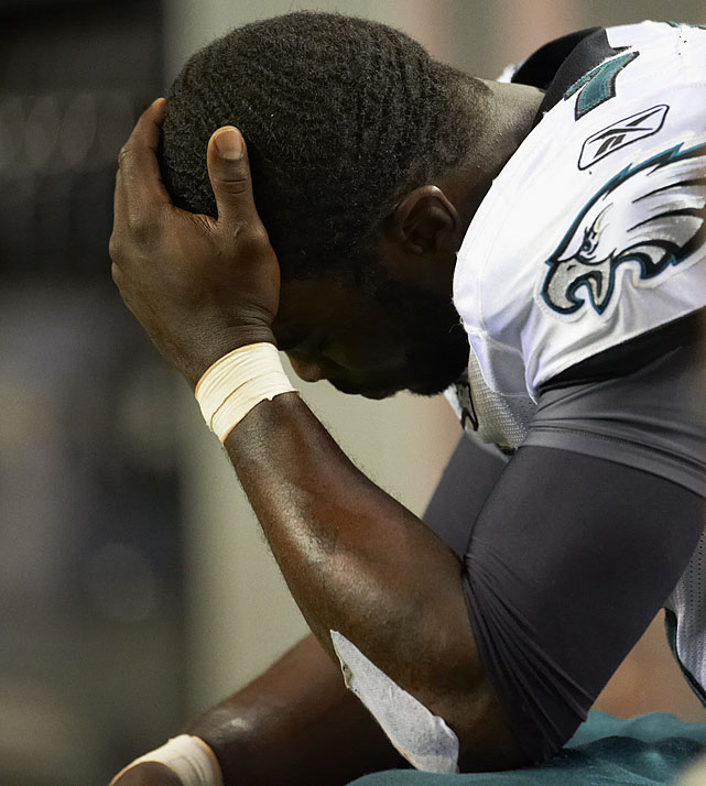 Philadelphia quarterback Michael Vick made his first start in Atlanta since he went to prison for his role in a dogfighting ring, but the former Falcons' star was not on the field as Atlanta came back to win 35-31. Vick left with a concussion in the third quarter after throwing for 242 yards and two touchdowns. The Falcons then outscored Philadelphia 14-0 in the fourth quarter as Matt Ryan tossed a career-best four touchdown passes in the game.