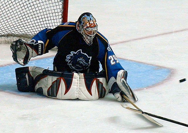 DiPietro fails to make the Islanders' roster in training camp and is assigned to AHL Bridgeport while New York chooses to go with veterans Chris Osgood and Garth Snow in net. At Bridgeport, DiPietro leads the AHL with 30 wins and posts a 2.32 GAA and .913 save pct.