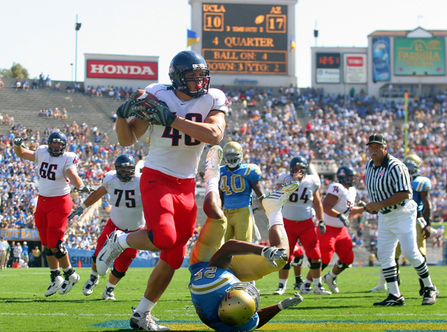 Despite missing the first three games of his sophomore season, Gronkowski still grabbed 47 passes for 672 yards and a team-high 10 touchdowns. He earned third-team AP All-America honors and was a first-team All-Pac 10 tight end.