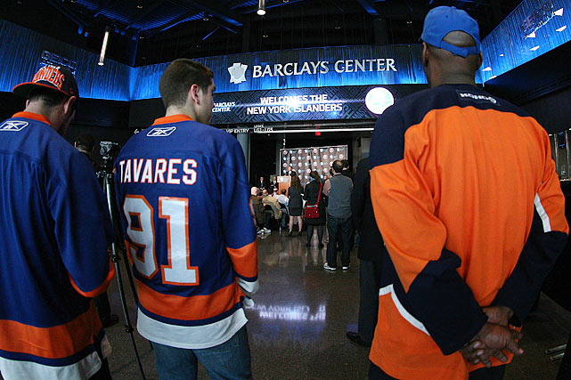 "The NHL's New York Islanders have agreed to move to Brooklyn's Barclays Center starting with the 2015-16 season.  Islanders owner Charles Wang made the announcement at a news conference Wednesday. He opened the session by exclaiming ""Hello, Brooklyn!"" The lease agreement is for 25 years.  Officials in Nassau County, N.Y., have struggled for years to come up with a plan to either renovate or build a new arena to replace the Nassau Veterans Memorial Coliseum, which opened in 1972.  Last year, county voters overwhelmingly rejected a referendum -- backed by Wang -- that would have allowed Nassau County to borrow $400 million to build a new hockey arena on the current site in Uniondale."