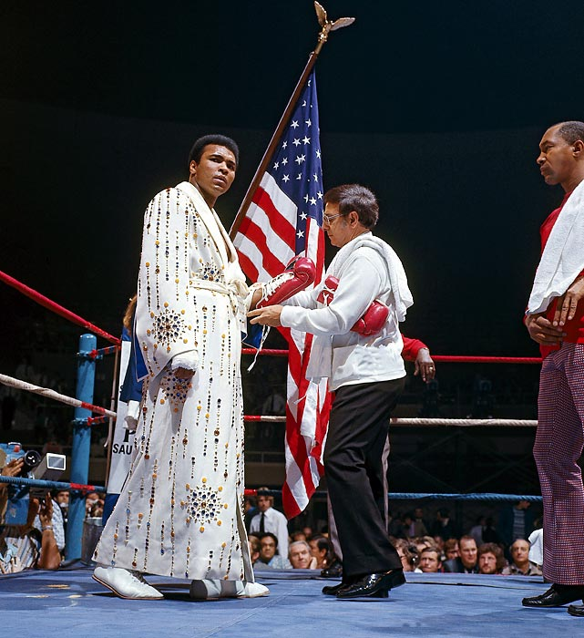 Dundee ties Ali's gloves before a February 1973 fight against Joe Bugner. Ali was wearing a robe given to him by Elvis Presley.