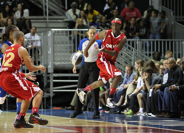 "Actor and comedian J.B. Smoove (think ""Curb Your Enthusiasm"") tried to save a ball from going out of bounds in the celebrity game."