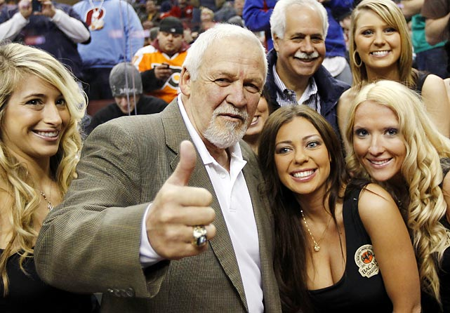NHL Hall of Fame goalie Bernie Parent poses with a few Wingettes.
