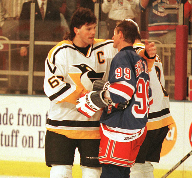 Jagr embraces Wayne Gretzky after the Great One's final game.
