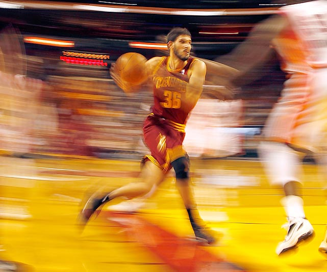 Cavs forward Omri Casspi drives to the hole against the Miami Heat.