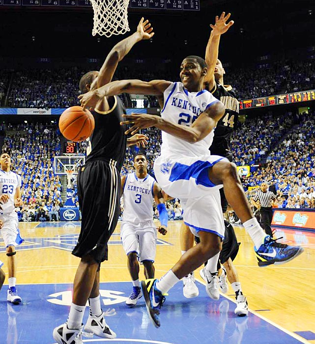 Kentucky point guard Marquis Teague (25) attempts a pass to teammate Darius Miller (11) in the Wildcats' win over Vanderbilt.