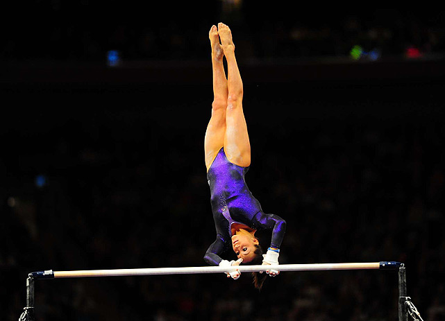 A poor handstand pirouette threated to derail Jordyn Wieber's uneven bars routine, but she managed to hang on and avoid a full-point deduction.