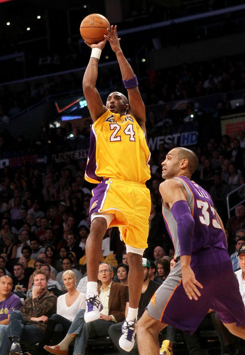 Playing with a wrist injury, Kobe Bryant broke open a tight game with 15 of the Lakers' final 17 points to finish with 48 in a 99-83 win over the Suns. It was the first time he passed the 40-point mark this season. Of course, he followed this three more 40-point games.