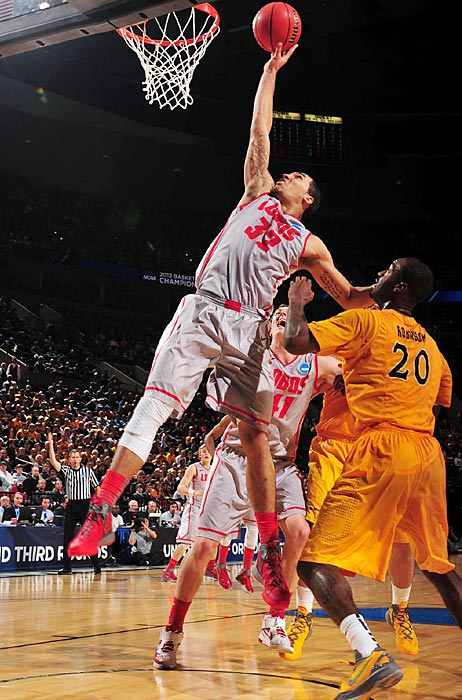 New Mexico forward Kendall Williams was strong down the stretch for the Lobos, scoring 14 of his 16 points in the second half and limiting Long Beach star point guard Casper Ware to 17 points on 5 of 19 shooting. Drew Gordon (pictured) also turned in a good performance, notching a double-double with 18 points and 13 boards.
