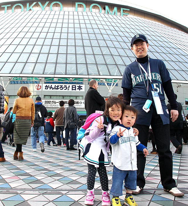 Fans in Japan at the season-opening game between Seattle and Oakland at Tokyo Dome on March 29.