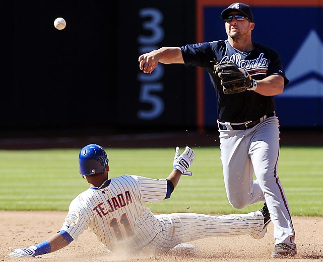 Atlanta second baseman Dan Uggla made the first error in the 2012 National League season, booting a routine groundball off the bat of Andres Torres, the speedy new leadoff hitter for the Mets.