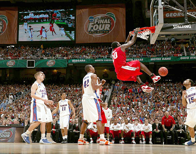 Oden flushes home a dunk during the 2007 national championship game. Despite a strong game (25 points, 12 rebounds), Oden wasn't able to lead his Buckeyes to victory over the Gators.