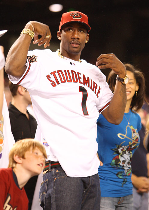 Stoudemire pretended to be a Diamondbacks fan while he was with the Suns. But he had no problem switching allegiances to the Yankees when he signed in New York. What a fan.