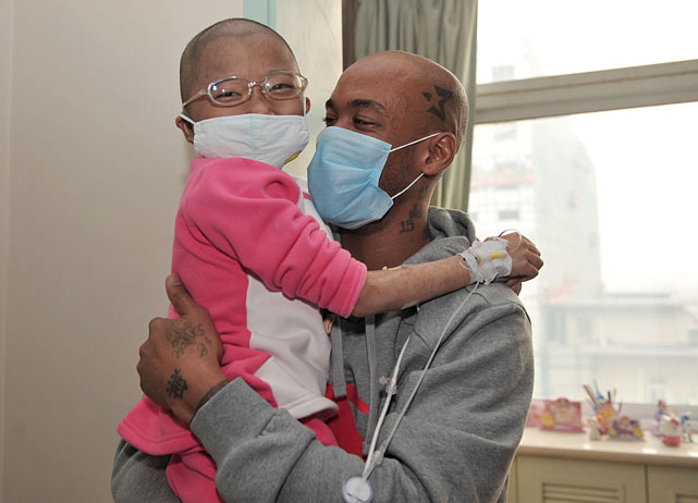 "Marbury visits Fan Yuanchen, who has leukemia, at Beijing's Dao Pei Hospital. Fan's father had contacted Marbury through Weibo -- the Chinese equivalent of Twitter -- saying: ""She told me that you and her grandma are the one she most wanted to meet."""