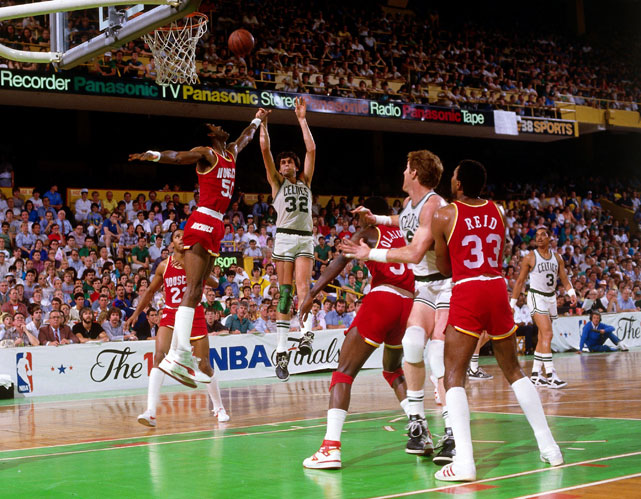 Kevin McHale shoots over Sampson during Game 1 of the 1986 NBA Finals.