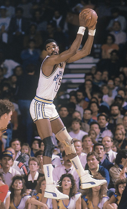 Sampson grabs a rebound during a 1988 game against his former team, the Rockets.