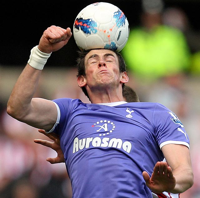 Tottenham Hotspurs' Gareth Bale heads the ball during an English Premier League soccer match against Sunderland Saturday.