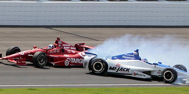 In a last-lap battle for the lead, Takuma Sato and Dario Franchitti got tangled up.