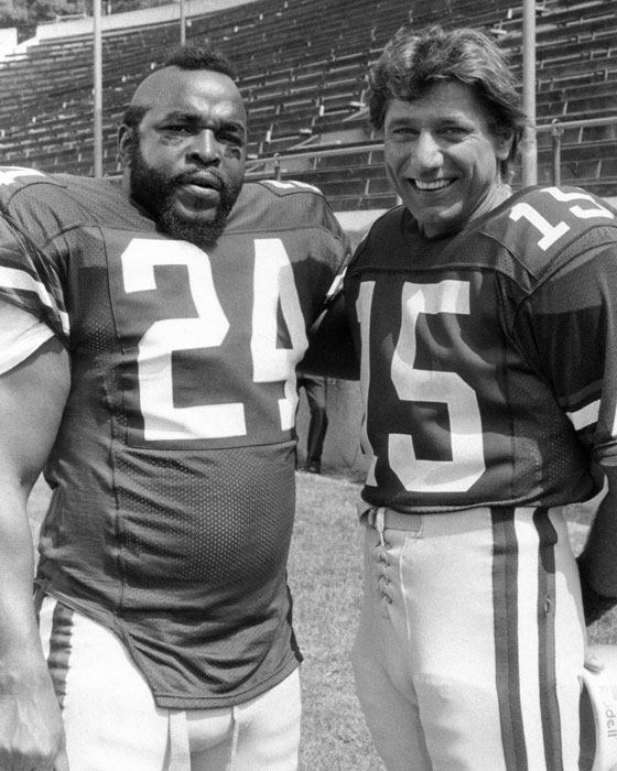 Joe Namath and Mr. T pose during a taping of  The A-Team . In the episode, which aired in Oct. 1986, Namath played an old college football teammate of T.