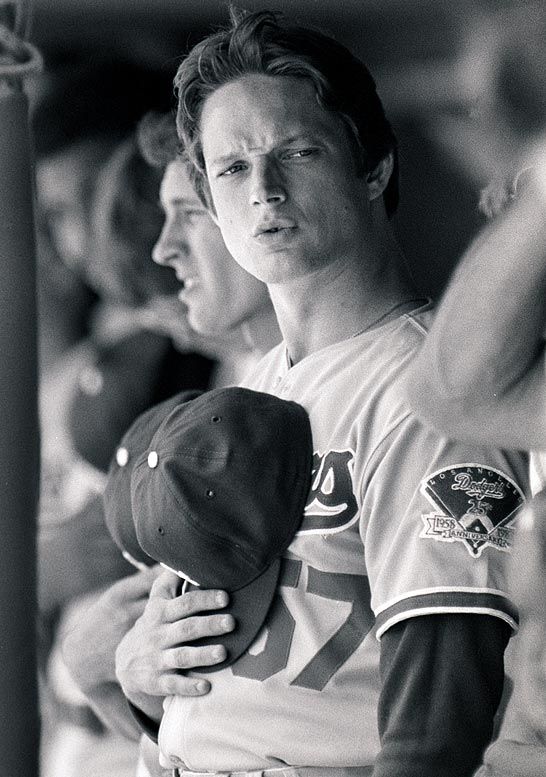 The 1980 NL Rookie of the year, Howe died when his pickup truck rolled over in Coachella, Calif.